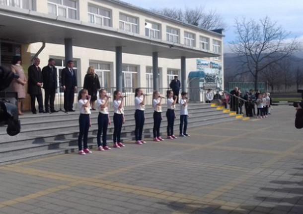 В Новороссийском районе прошло вручение детского автобуса ООШ №25