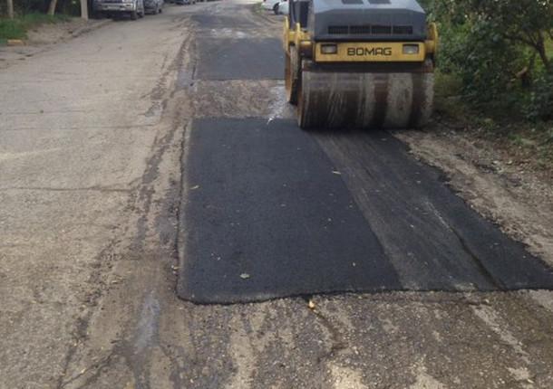 В Приморском районе продолжают ямочный ремонт