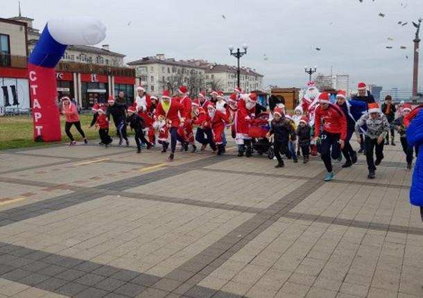 В Новороссийске прошел забег Дедов Морозов