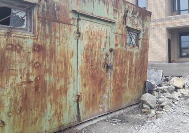 В Приморском районе проводят мероприятия по установлению собственников самовольно установивших некапитальные объекты